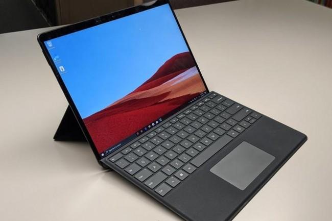 Cet automne, Microsoft pourrait annoncer la prise en charge de l'émulation des applications Windows 64 bits ainsi qu'un rafraîchissement de Surface Pro X.