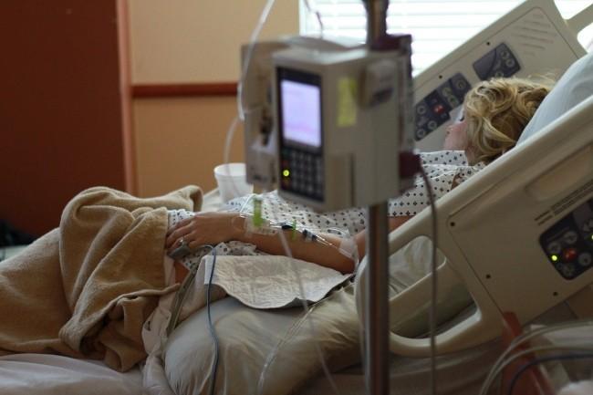 Une patiente est décédée en Allemagne, car l'hôpital où elle devait être opérée en urgence a été touché par un ransomware. (Crédit Photo: Parentingupstream/Pixabay)