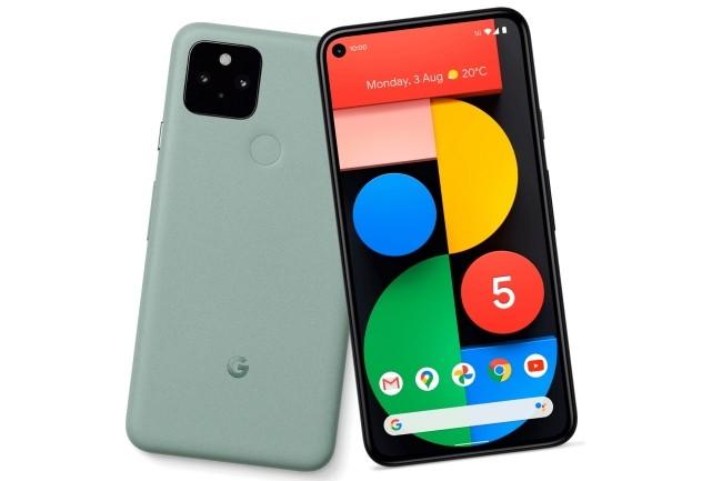 Google a pr�sent� le Pixel 5, un smartphone d�cal� centrer les fonctionnalit�s Android � un prix abordable. (Cr�dit Photo : Evan Bass/IDG)