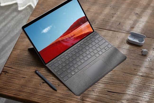 Microsoft a revu sa copie sur sa tablette Surface Pro X en intégrant une puce plus puissante. (Crédit Photo: Microsoft)