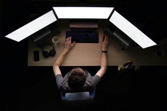 Les développeurs constatent une augmentation sensible des lignes de code (Crédit Photo: Max Duzij/Unsplash)