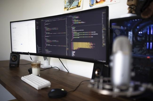 Angular 11 apporte plusieurs innovations par rapport à l'itération précédente. (Crédit Photo : Caspar Camille Rubin/Unsplash)