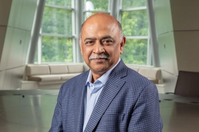 «Les besoins d'achat clients pour les applications et les services d'infrastructure sont en train de diverger», explique Arvind Krishna, CEO d'IBM (Crédit : IBM)