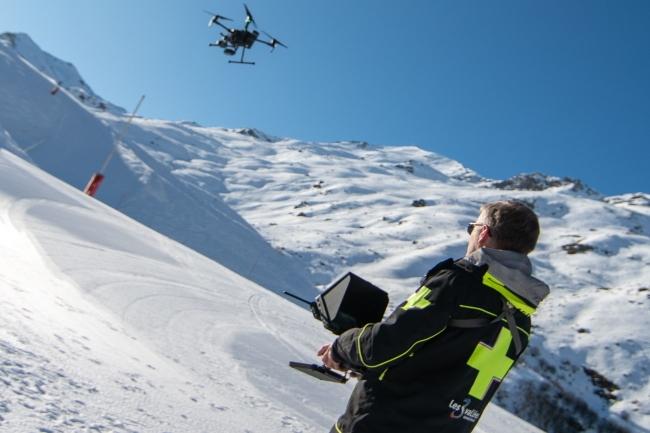 Le drone de la station de Val Thorens a de multiples fonctions pour surveiller les pistes. (Crédit Photo: Val Thorens)
