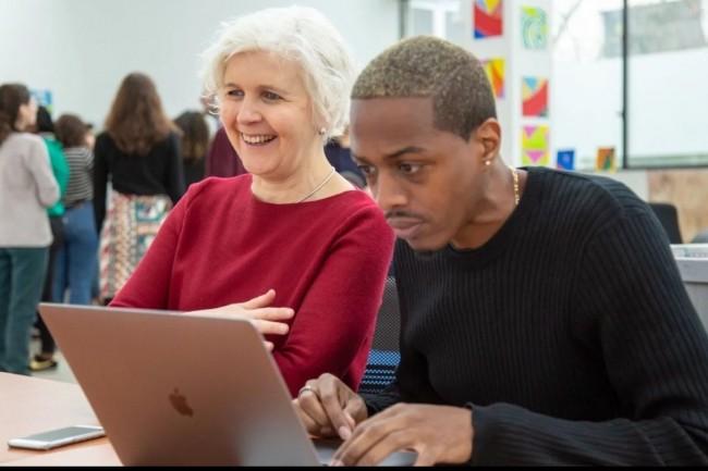 Le réseau de fabriques de Simplon accompagne la montée en compétences de publics éloignés de l'emploi vers des technologies porteuses. Crédit photo: Simplon