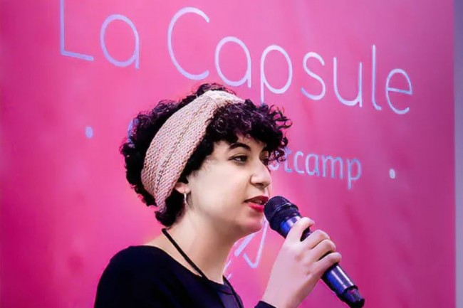 Dans le cadre d'un partenariat avec la Mairie de Paris, La Capsule enseigne les bases du code a des femmes en reconversion professionnelle. (Crédit photo: La Capsule).