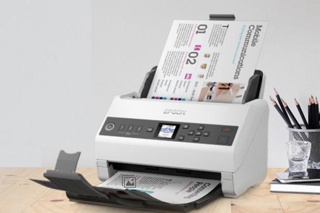 Le scanner de bureau WorkForce DS-730N présente un encombrement de 29,6 x 16,9 cm sur 16,7 cm de haut pour un poids de 3,6 kg. Il dispose d'une connexion USB 2.0 type B et d'une interface Ethernet. (Crédit : Epson)