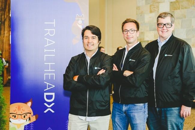 De gauche à droite, les deux co-fondateurs de Copado, Federico Larsen, CTO, etPhilipp Rackwitz, directeur de la stratégie, au côté deTed Elliott, recruté comme CEO de la société. (Crédit : Copado)