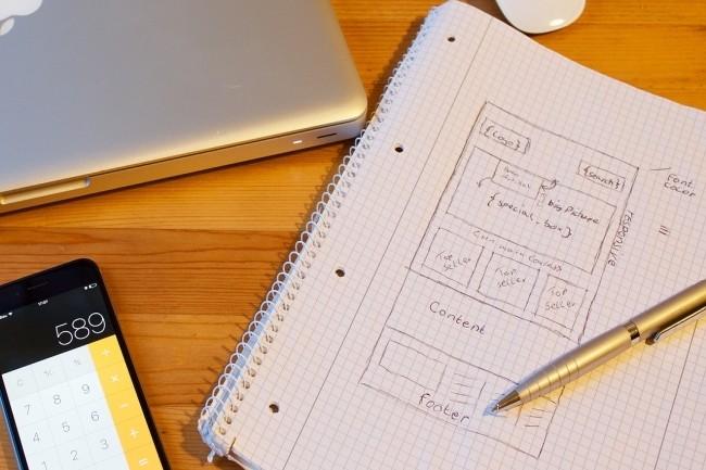 Dans un contrat de développement d'application mobile ou de site web, la mise en place d'un cahier des charges est importante y compris dans une approche agile. (Crédit Photo:J_Hennemann/Pixabay)