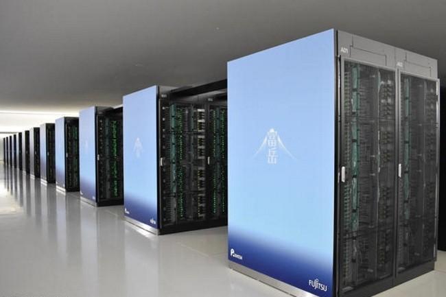 Le Fugaku développé par Fujitsu pour le Riken Center for Computational Science (R-CCS) à Kobe reste le supercalculateur le plus rapide du monde. (Crédit Photo : Riken)