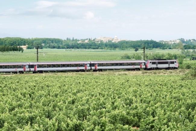Engie Solutions et sa filiale, Icomera, ont été retenus pour équiper en WiFi les trains Intercités et les trains de nuit. (Crédit Photo : SNCF)