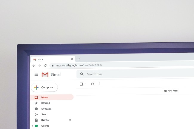 Pour s'assurer d'un chiffrement de bout en bout des messages dans Gmail mieux vaut pour le moment se tourner vers des outils comme FlowCrypt. (crédit : Krsto Jevtic/Unsplash)