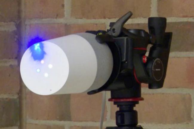 Le hack « Light Commands » sur lequel des chercheurs de l'Université du Michigan travaillent pourrait en théorie fonctionner sur des objets connectés équipés de micros jusqu'à une portée de 110 mètres. (crédit : Light Commands)