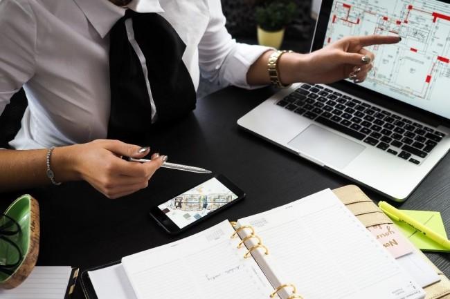En France, les départements RH comme les employés veulent des solutions numériques plus élaborées pour gérer toutes sortes de tâches. (Crédit photo: Energepic/Pixabay)