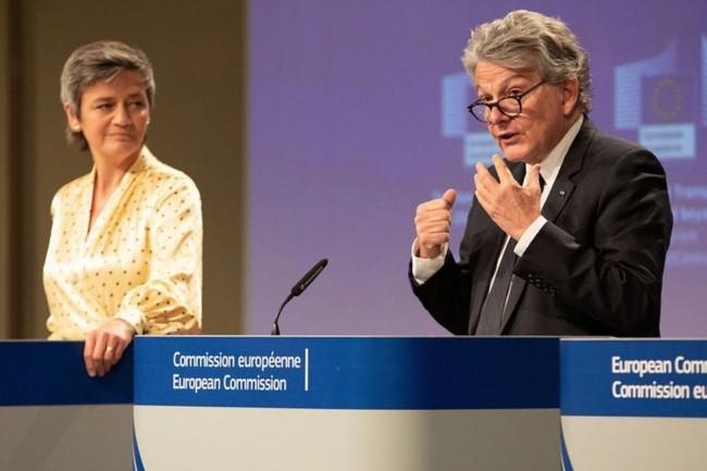 Margrethe Vestager, vice-présidente exécutive de la Commission chargée de la Concurrence, et Thierry Breton, commissaire européen chargé du Numérique, vont présenter cette semaine une nouvelle régulation européenne autour des services numériques. (Source image : Twitter/Thierry Breton)