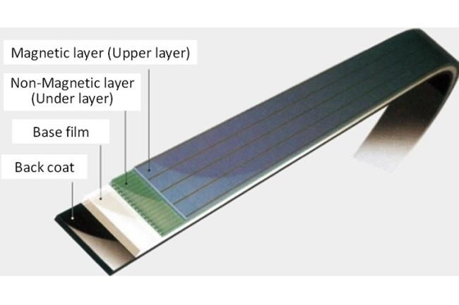 IBM et Fujifilm se sont servis de particules de ferrite de strontium pour élaborer une bande de 580 To. (Crédit Photo : Fujfilm)