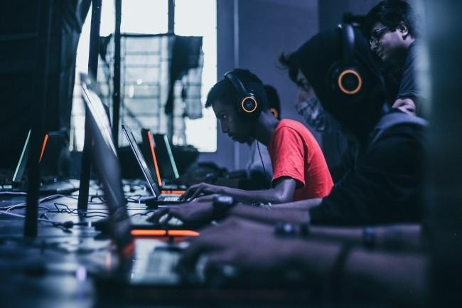 Le secteur des jeux en ligne est particulièremente exposé aux attaques DDoS pendant la période de confinement. (Crédit Photo: Frederik Tendong/Unsplash)