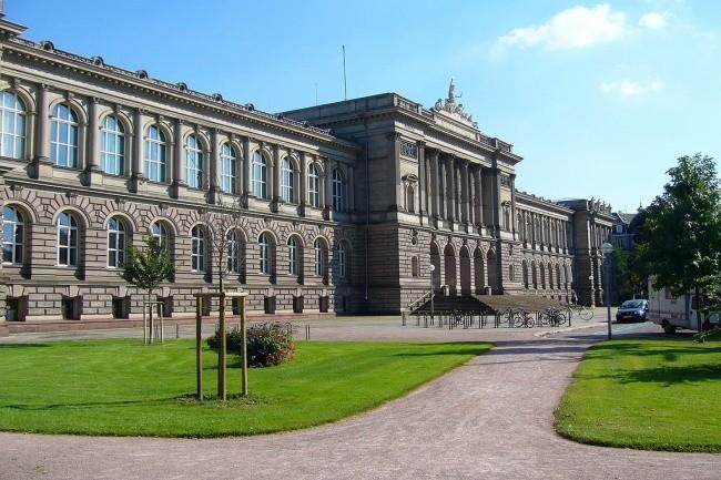 L'Université de Strasbourg a eu une panne de son serveur central bloquant les partiels de milliers d'étudiants. (Crédit Photo: Jonathan Martz/Wikipedia)