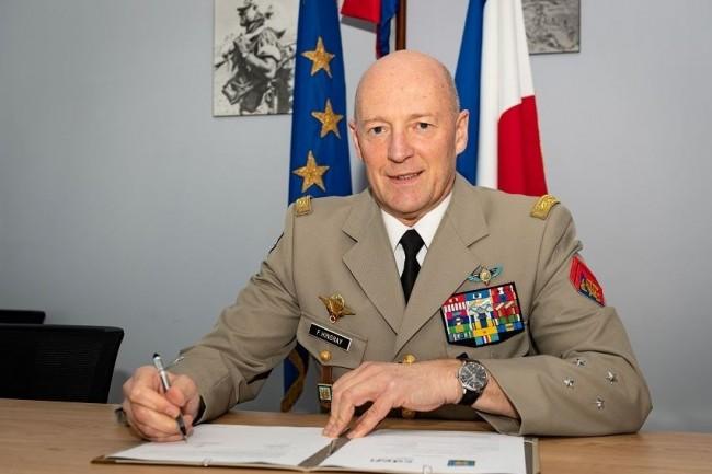 Le jeudi 17 décembre 2020, le général de corps d'armée (GCA) Frédéric HIngray, directeur des ressources humaines de l'armée de Terre (ci-dessus) a signé un accord-cadre avec le professeur Jacques Fayolle président de la Conférence des directeurs d'établissements français d'ingénieurs (CDEFI). (Crédit photo: GCA- GDRHAT)