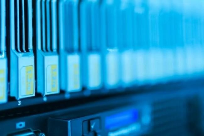 Amazon, Microsoft et Google ont investi 12 milliards d'euros dans leurs datacenters en Europe sur l'ann�e �coul�e, soit 20% par rapport � 2019 d'apr�s Synergy Research. (cr�dit : panumas nikhomkhai / pexels)