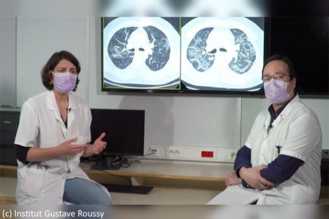 Dr Fanny Pommeret, oncologue (à gauche), et Dr Samy Ammari, radiologue (à droite), expliquent le fonctionnement de ScanCovIA devant une image de scanner pulmonaire d'un patient pris en charge.
