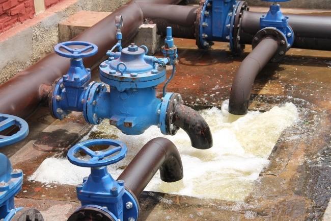 Dans une ville de Floride, un sabotage du syst�me de traitement de l'eau a �t� d�tect� � temps par un employ� de l'entreprise. (Cr�dit Photo: Feraugustodesign/Pixabay)