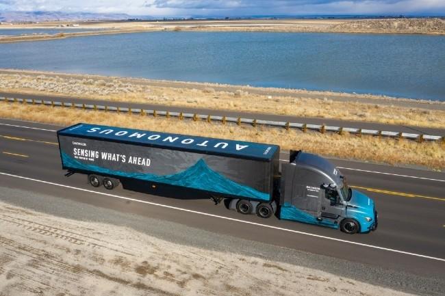 Pour exploiter plus efficacement les données issues de ses tests sur route dans ses systèmes de poids lourds autonomes, Torc Robotics (Daimler Truck AG) va s'appuyer sur AWS. (Image Daimler)