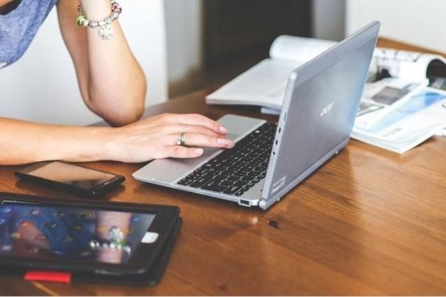 Cette année, le nombre de femmes freelances ayant moins de 3 ans d''expérience a augmenté dans l'IT. (Crédit photo: Kaboompic/Pixabay)