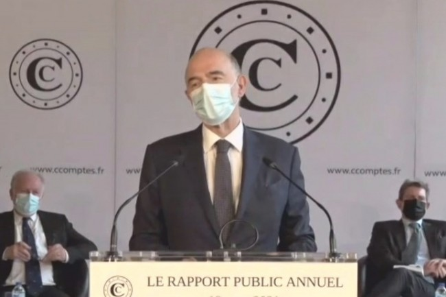 Premier président de la Cour des comptes depuis le 3 juin 2020, Pierre Moscovici a présenté son premier rapport annuel de l'institution le 18 mars 2021.