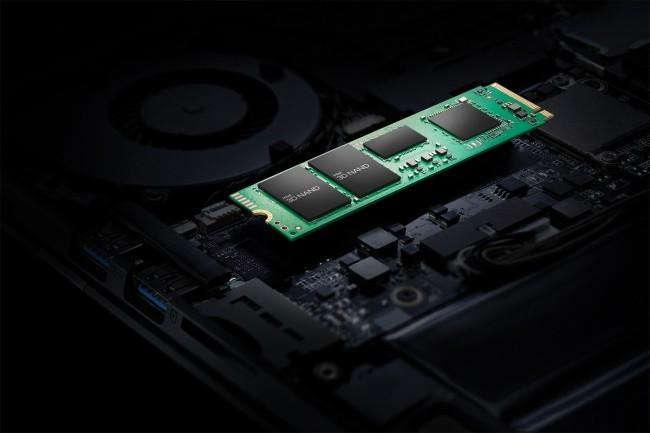 Intel a lancé le SSD 670p doté de module de QLC NAND mais avec un contrôleur limité au PCIe 3.0. (Crédit Intel)