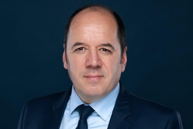 Fabien Petiau, 47 ans, pilote depuis décembre 2020 la stratégie commerciale d'Outsystems dans l'Hexagone. (Crédit : Outsystems)