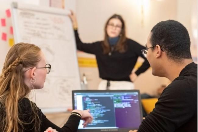 L'école parisienne Ada Tech School poursuit sa dynamique en terme de formations au code accessibles par la voie de l'alternance. (Crédit photo: Ada Tech School)