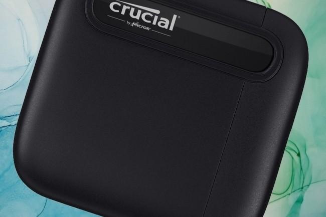 Le SSD Crucial X6 gagne ses galons en étant très compact et avec de bonnes performances.