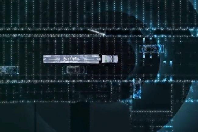 Tusimple équipe les camions de modules d'IA (réseaux neuronaux) capables de combiner et analyser en temps réel la masse de données issues des capteurs, sur un processeur Nvidia Drive AGX embarqué dans le véhicule. (Capture vidéo Tusimple)