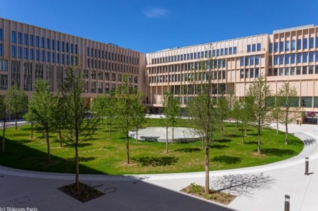 Le nouveau bâtiment accueillant Télécom Paris a été équipé avec des solutions de visioconférence Poly par Exaprobe.