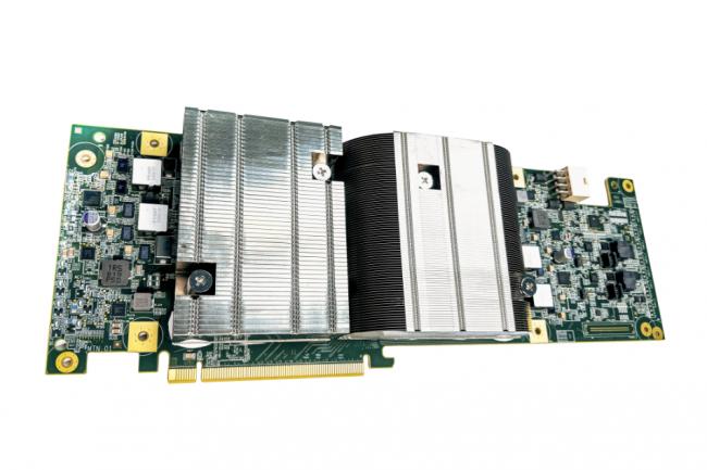 Embarqu�e sur une carte PCIe, la puce ASIC Argos de Google exploite 10 coeurs d�di�s � l'encodage vid�o dont le travail est coordonn� par un CPU int�gr�. (Cr�dit Google)