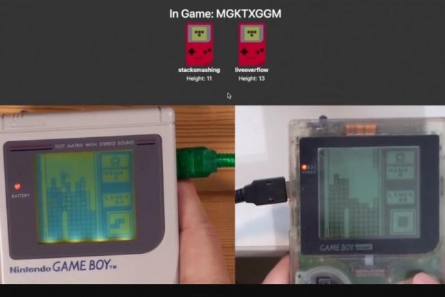 Un peu plus de 32 ans après sa sortie, la Game Boy s'ouvre au jeu multijoueurs en ligne avec l'aide de hackers. (crédit : Stacksmashing)