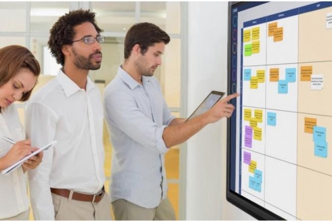 Ubikey d�mat�rialise l'organisation visuelle du travail sur une surface tactile de grande taille. Le logiciel s'utilise aussi depuis un terminal mobile. (Cr�dit : D.R.)