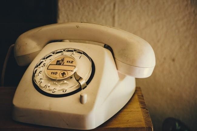Plusieurs centres d'appel d'urgence sont en panne. Le ministère de l'Intérieur a mis en place des numéros provisoires et demande de privilégier les appels sur les téléphones fixes. (Crédit Photo: Weareaway/Pixabay)