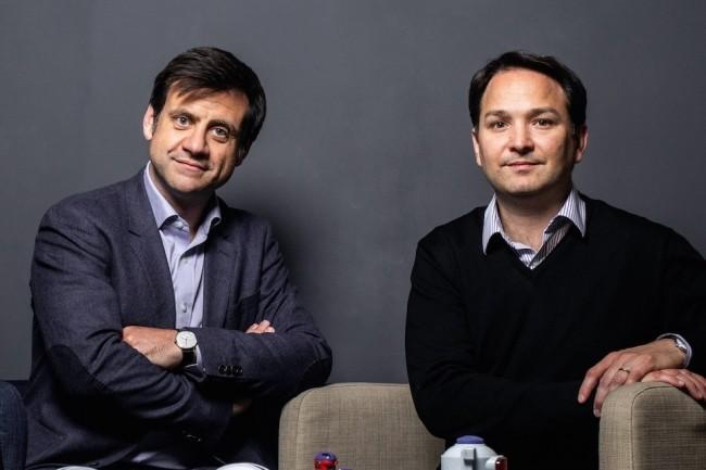 Fabien Grenier, à gauche, PDG de DataDome, a co-fondé la société en 2015 avec Benjamin Fabre, directeur technique. Ils avaient déjà créé ensemble TrendyBuzz. (Crédit : DataDome)