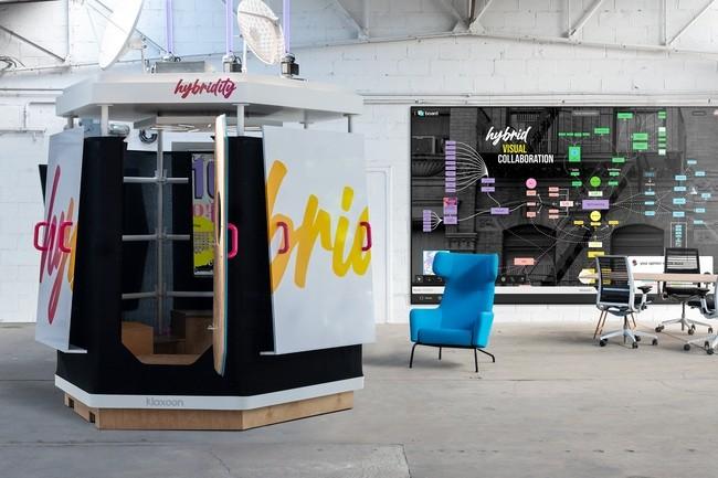 Klaxoon mise sur une cabine de réunion pour le travail hybride