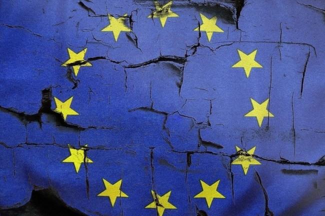 Excès de bureaucratie, manque de transparence, noyautage par les grands comptes... Les critiques envers Gaia-X sont sans doute aussi nombreuses que les ambitions portées par les prometteurs de ce projet de cloud souverain européen. (crédit : mediamodifier / Pixabay)