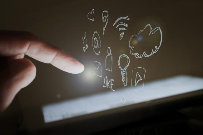 Modulaire, Pegasus s'adapte aux besoins des clients pour infecter et espionner les smartphones des cibles. (Cr�dit Photo: Edar/Pixabay)