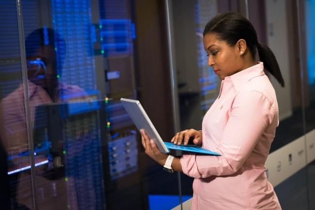 Interrog�s sur les risques li�s au cloud, les professionnels de la cybers�curit� redoutent notamment les erreurs de configuration, selon le 2021 Cloud Security Report de Fortinet. (Cr�dit Christina Morillo/Pexels