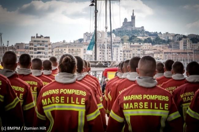 Le bataillon des marins pompiers de Marseille (ici lors d�une pr�sentation au drapeau) avait besoin d�optimiser sa logistique.