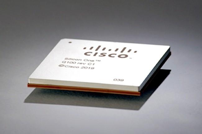 La puce Q100 est la premi�re de la strat�gie Silicon One de Cisco pour construire l'Internet du futur. (Cr�dit Photo : Cisco)