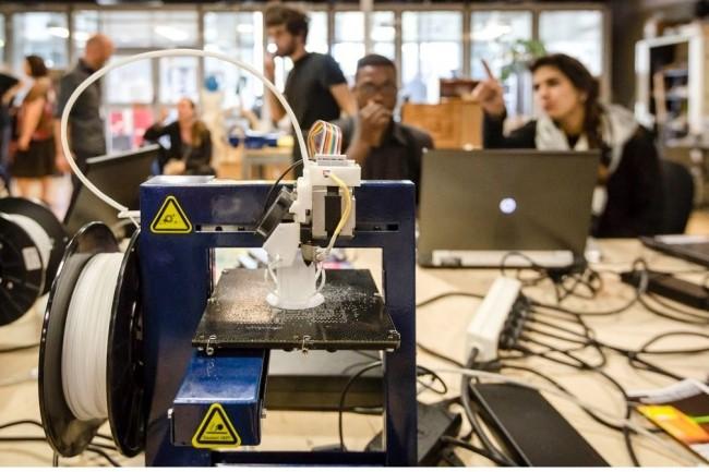 Les bases du logiciel open source Inkscape sont enseign�es dans un Mooc pour apprendre a fabriquer des objets en 2D. (Cr�dit photo: A.Robin/EPPDSCI)