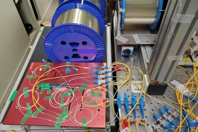 Une partie du syst�me (Raman amplification section) utilis� par le NICT pour battre le record de la vitesse Internet la plus rapide. (Cr�dit : NICT)