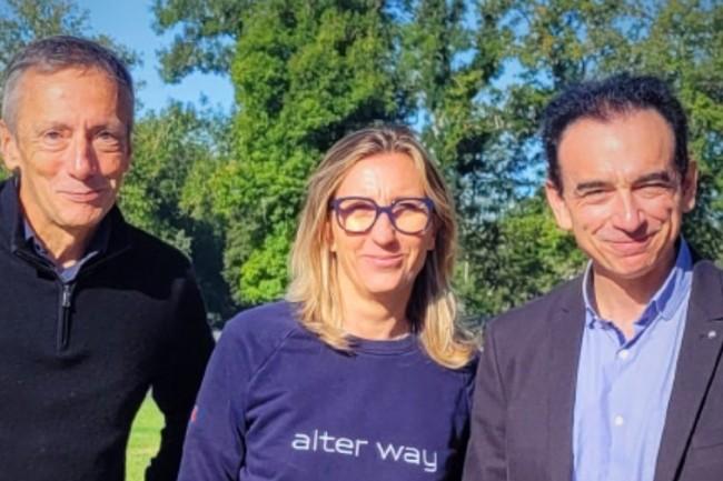 Le regroupement d'Alter Way et Smile doit donner naissance � un poids lourd europ�en sp�cialis� dans les services et applicatifs open source. De gauche � droite : Philippe Montarg�s (co-fondateur et pr�sident d'Alter Way), V�ronique Torner (co-fondatrice et directrice g�n�rale d'Alter Way) et Marc Palazon (pr�sident de Smile). cr�dit : Smile