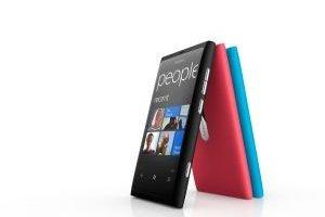 Avec le Lumia 800, Nokia tente de rebondir sur le marché des smartphones